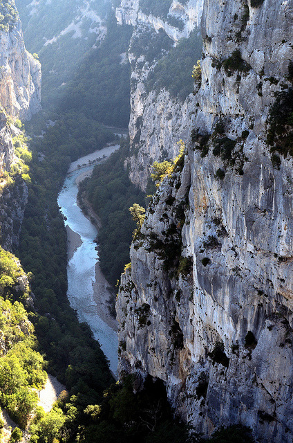 * Cycle Tour of Provence 2011 - River Verdon flows through Grand Canyon du Verdon by velodenz on Flickr.