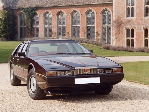 …and another love of my life… the Aston Martin Lagonda. Just too beautiful.