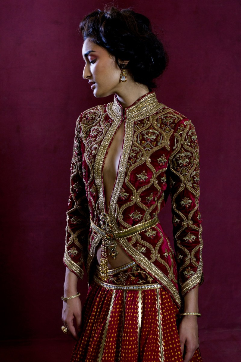 Outfit by:Tarun Tahiliani
