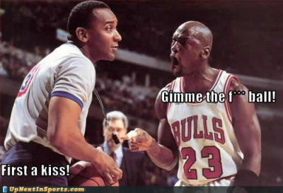 santanabrim83:  sports-pictures-michael-jordan-ball-kiss1