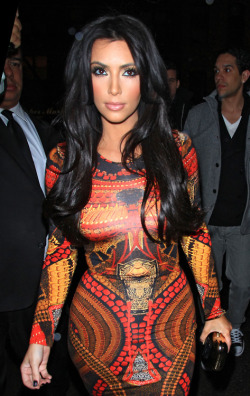 As for character I dislike Kim. But for body image and style she is one of my top idols.
