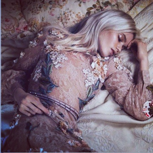 Abbey Lee Kershaw in Valentino on Vogue China. #AbbeyLeeKershaw #Valentino #vogue #voguechina #classy #elegance #charm #embroidery #hautecouture #mode #fashion #style #model #editorial (Scattata con Instagram presso Valentino's world)