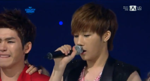 ddungwwoo:  I happened to pause here… and… Hoya w0t