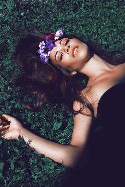 ///QUEEN OF FLOWERS/// model: Eleonora Fiorati Photographer/Mua/Hair: Diago Mariotta Mendez