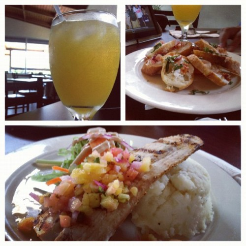 I'm back :) Fresh orange juice, goat cheese and bacon bruschetta, and Mahi Mahi with mashed potatoes and mango salsa and salad #picstitch #foodie #yummy #palmascafe #lunch #happiness  (Taken with Instagram)