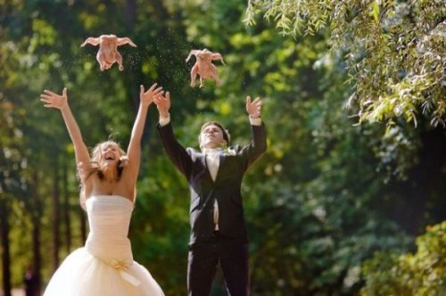 Chicken Released at Wedding Instead of Doves Fly! Be Free