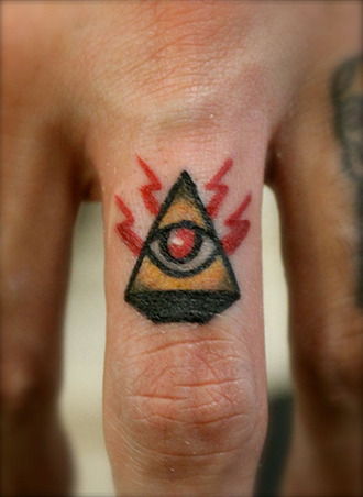The all-seeing knuckle eye. Just done by Adam Perjatel.