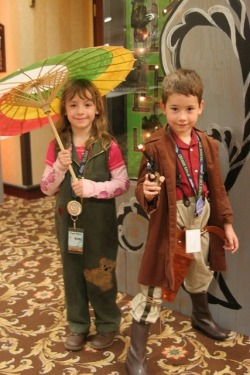 Mini Firefly. Tiny versions of Captain Malcolm and Kaylee. <3