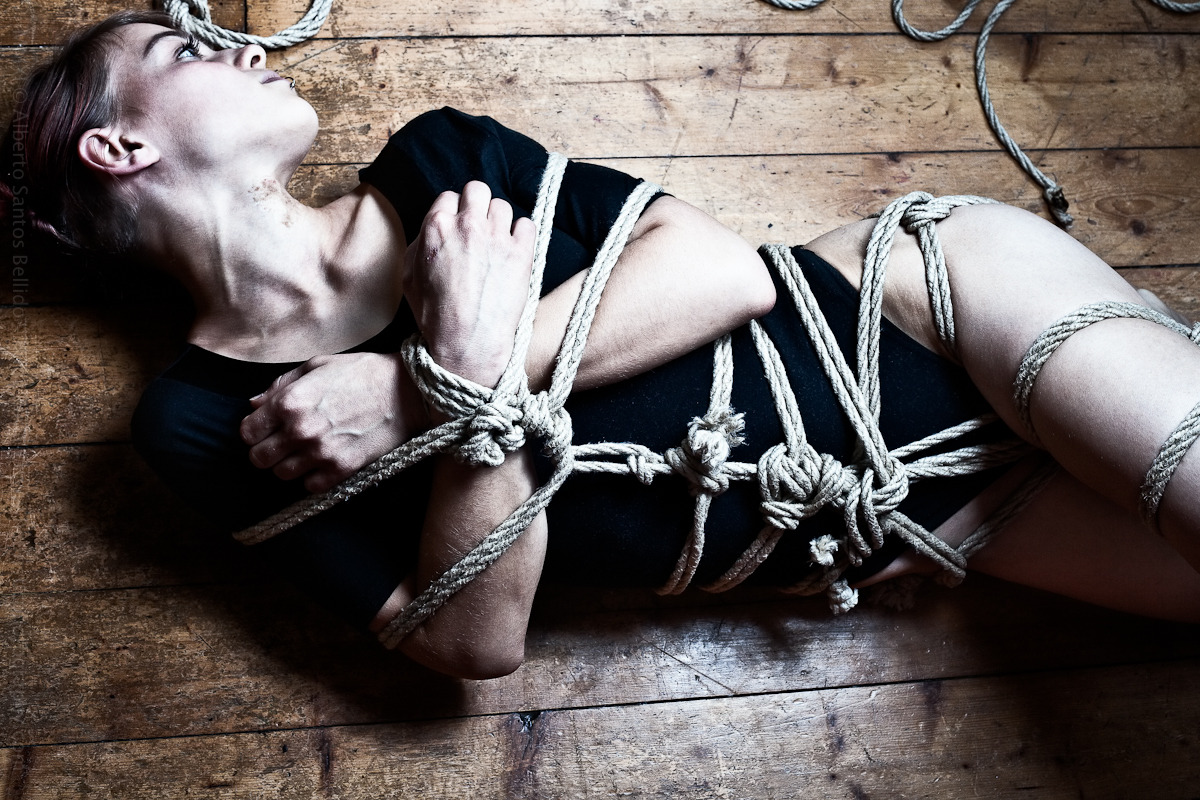 heuristicphotography:  Model: Skinnyredhead Photo/Rope/Light/Edit: Alberto Santos Bellido © 2011 http://www.heuristicphotography.com  (via imgTumble)
