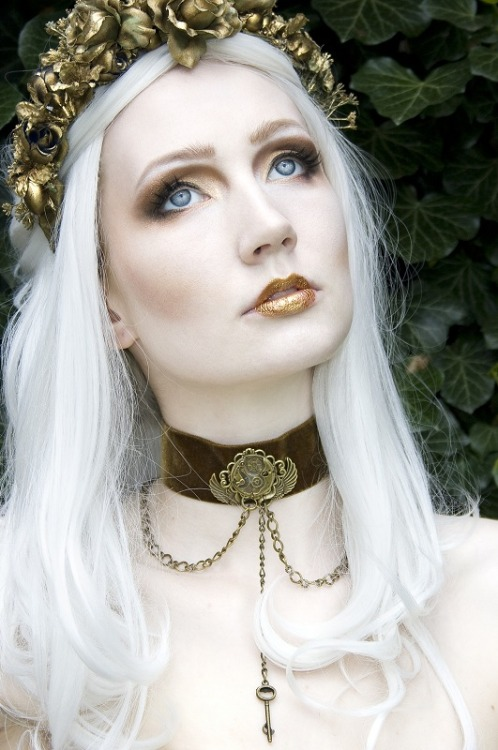 warriorqueensupreme:  Modeling accessories my friend Jolien Rosanne made.
