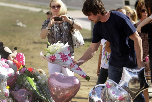 elizagolightly:  christianbaled:   Christian Bale visiting the memorial site of the Aurora, CO mass murder victims.    Bale visiting memorials.