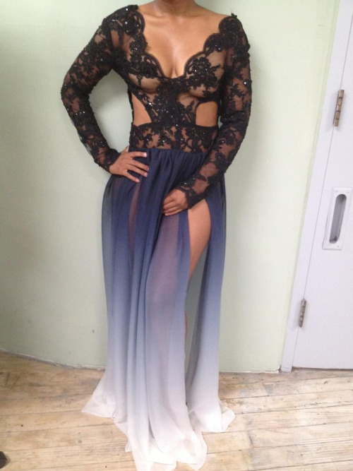 justcharliee:  omg let this be my prom dress