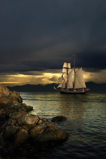ghost-man-blues:  Tall Ship leaving harbor
