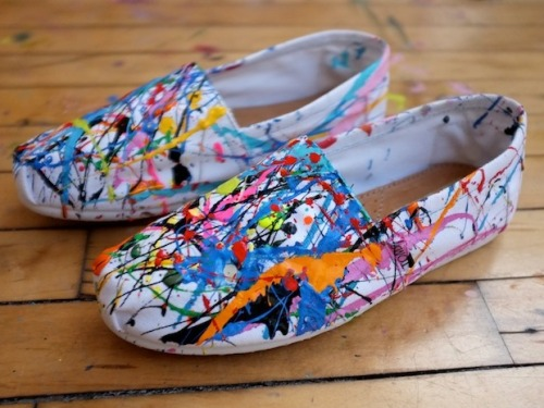 DIY Splatter Canvas Shoes from Sketch 42 here. Love these canvas Toms I found on inspiration & realisations' roundup of DIY canvas shoes I posted here. *Also see the discussion on where to buy cheap canvas shoes here.