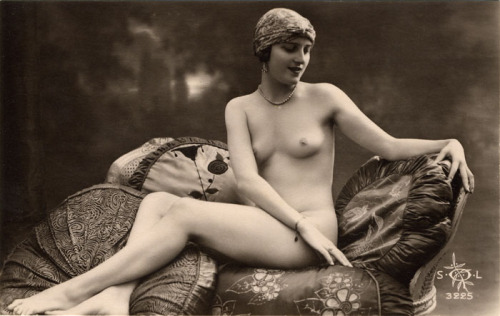 maudelynn:  Beautiful French 1920s Nude Postcard