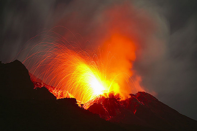 Eruption at Stromboli volcano (stromboli_g13010m) by volcanodiscovery on Flickr.