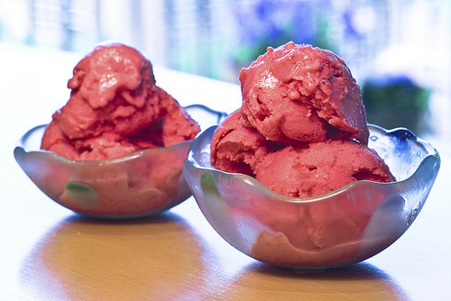 cravingsforfood:  Strawberry frozen yogurt.