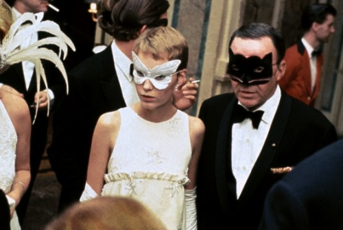 mia farrow & frank sinatra at truman capote's black & white ball 1966