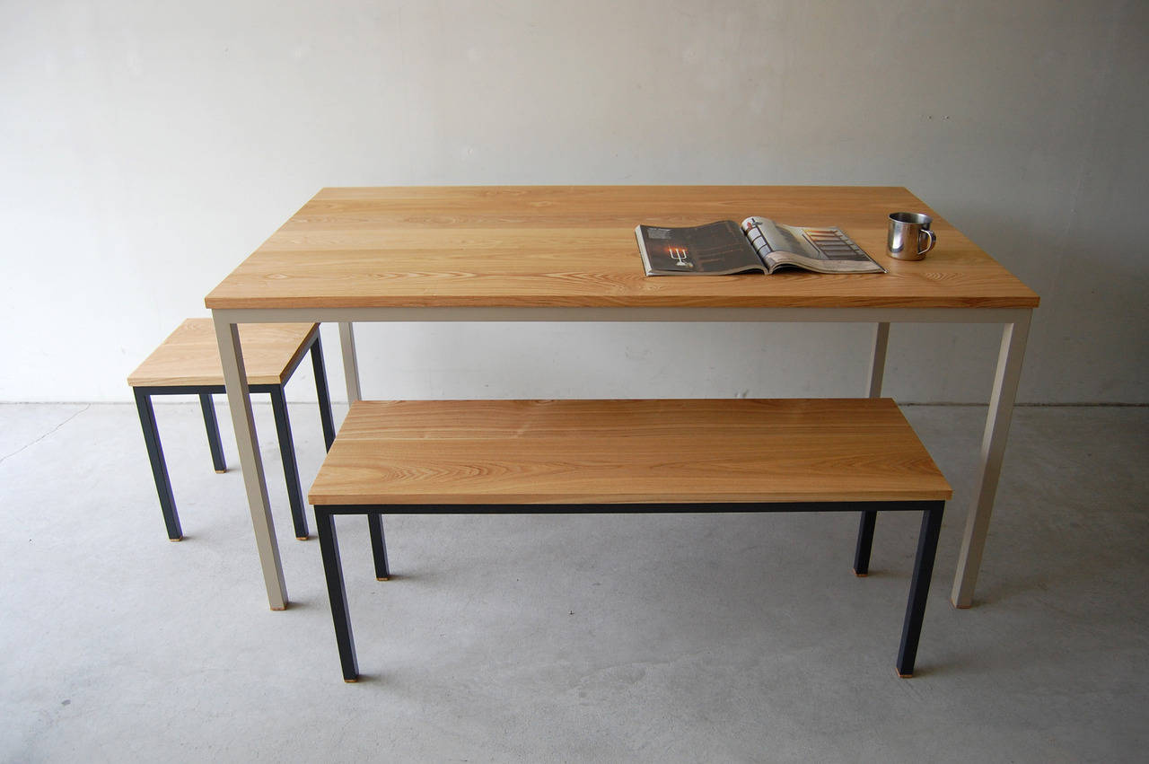 136 | 01_Standard furniture Atelier table : W1,500 D800 H720Atelier long bench : W1,100 D350 H440Atelier stool : W350 D350 H440Solid ash oil finish / Steel hardening melamine paint