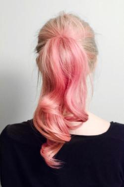 I wish I could do this to my hair…#pink #hairobsession
