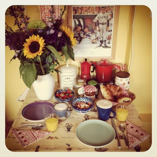 (via Photo by byroninthetrees • Instagram) Wedding anniversary breakfast: B surprised me with flowers last night and fresh croissants this morning. Plus home-made flat whites, orange juice, peaches and strawberries <3