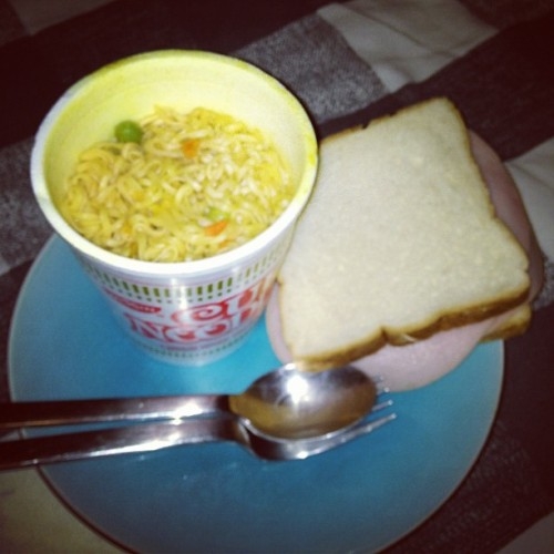 gilbombaf:  Yummy midnight snack 👌 (Taken with Instagram)  hey guys this is my roommate and this is what we are gonna eat every day in college #TheStruggle