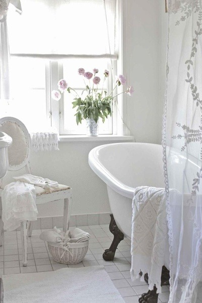 sweet white bathroom