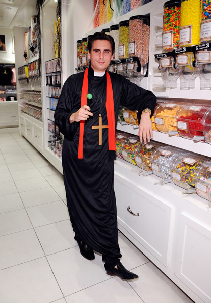 felinequeen:  teenagedraven:  evills:  I present to you: father disick  Disick bitch.  this is perfection   ☯*∆~☯*∆~~*