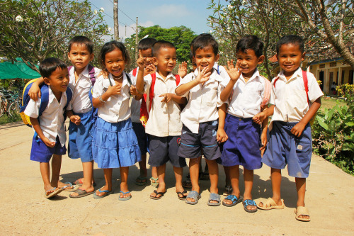 souls-of-my-shoes:  Cambodian Cuties (by ichauvel)