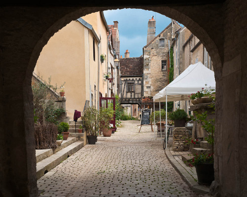 visitheworld:  A small mdieval street in Noyers-sur-Serein, Burgundy, France (by Erik Pronske).