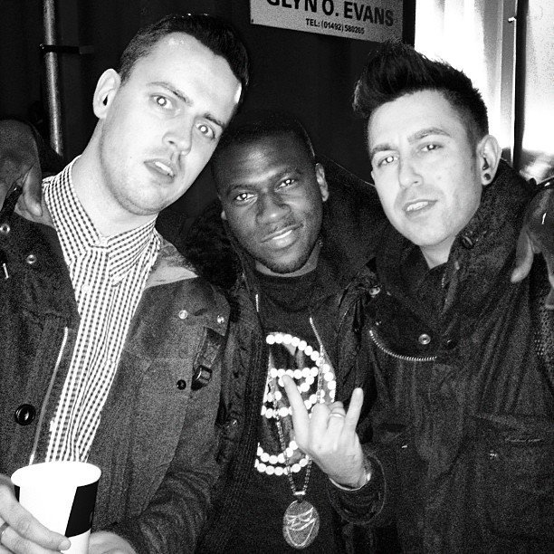 Look who we bumped into! Big up Smiler!! Top bloke - Click the photo to check out his new track Top of the World Feat. Professor Green & Tawiah