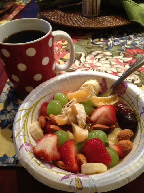 jennnatals:  Yummy breakfast bowl.   Strawberries Banana Grapes Date Almond Half a clementine And the other half I squeeze over top of the other stuff.   Deliciously nutritious!!
