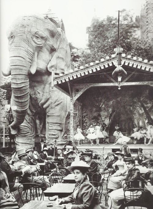 distant-and-flickering:  fantomas-en-cavale:  Les jardins du  Moulin Rouge, vers 1900. Gardens of the Moulin Rouge, circa 1900. Shows were given inside the elephant.