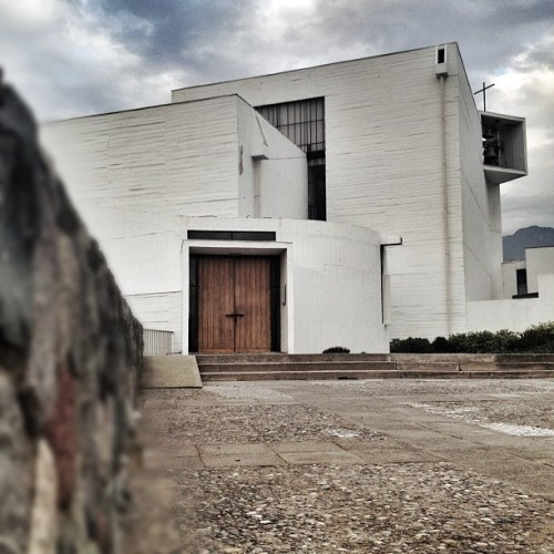 another look at the Benedictinos Chapel #chile #architecture #archdaily #instagood #iphonesia #igdaily #architecturalphotography  (Taken with Instagram)