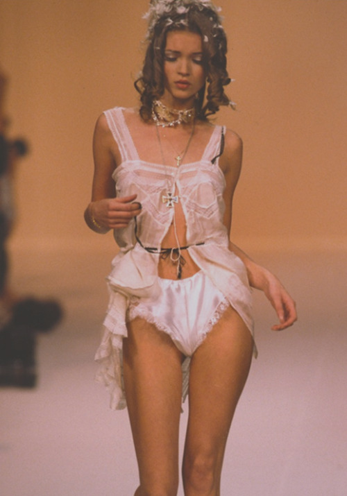 satinandtat:  Kate Moss at John Galliano October 1991   Doesn't look like Mosskate