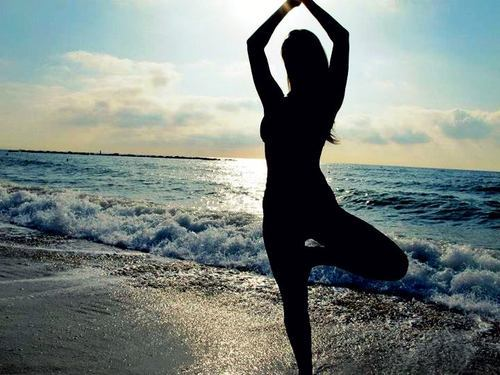 Vrksasana (Tree Pose) is balance posture. Poor balance often is the resullt of a restless mind. This posture will help focus the mind, improve concentration, balance and coordination. It also builds strength in thighs and lower back and opens the hip.  Yoga y Pilates