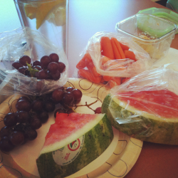 Lunchtime = going fruit & veggie crazy.