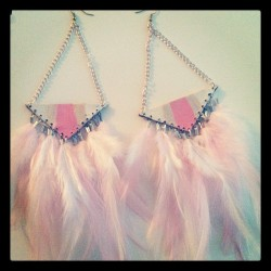 And now in pink! #beatniq #feathers #earrings #leather #paint #pink #champagne #white #triangle #boho #hippie #summer  (Taken with Instagram)