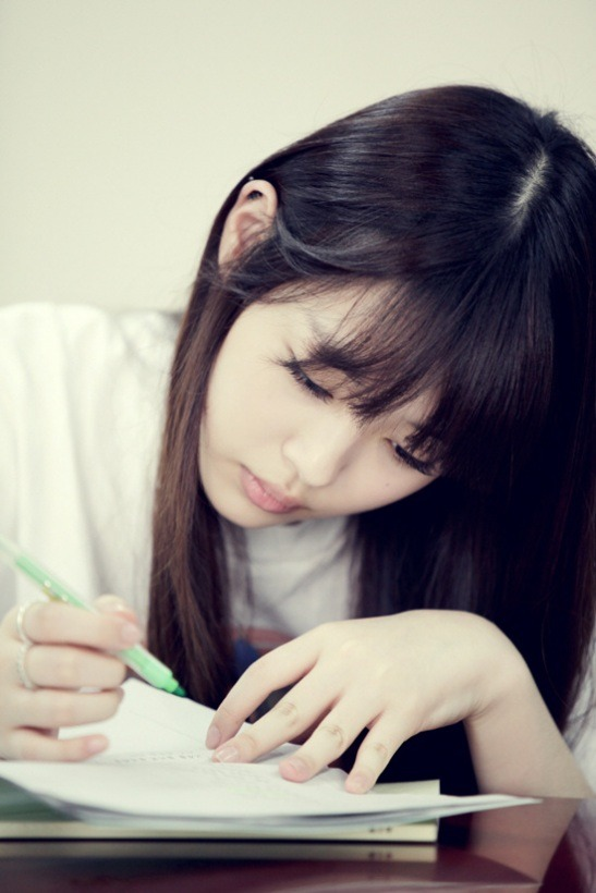 HQ picture of Sulli reading script 'For You in Full Blossom'  (via KpopStarz)