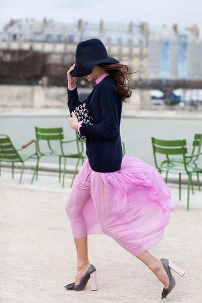 Braving the wind - Navy & Pink