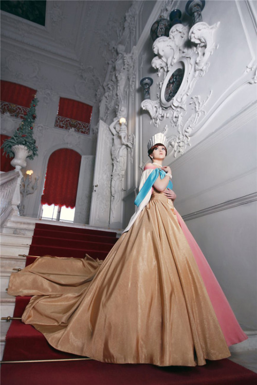 Anya/Grand Duchess Anastasia from Anastasia Cosplay by: http://www.cosplay.com/member/159696/