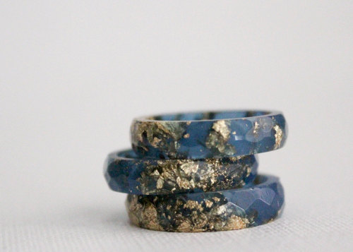 Goldflake resin ring by Rosellaresin