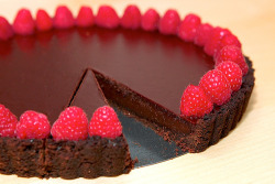 prettygirlfood:  Dark-Chocolate Raspberry Tart