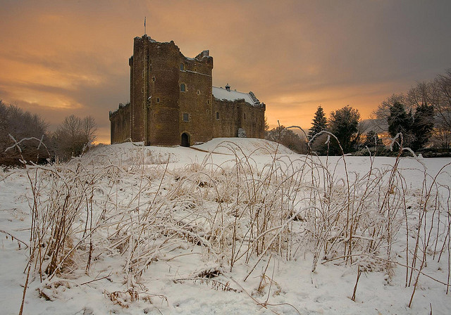 absolutescotland:  Doune Castle Sunset by S i m o n . M a y s o n on Flickr.