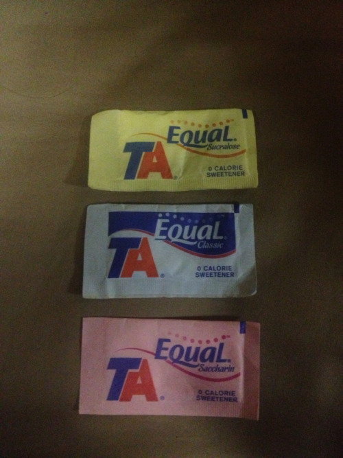 Thought I was grabbing a Splenda when I went for the yellow one. Goes to show how much color does for a brand in a particular form factor.
