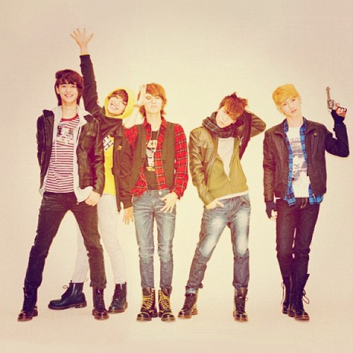 Day 1: Your favorite k-pop guy group. SHINee, they're full of fun, joy, happiness, and everything in between. They're perfect all around. #shinee #SHINee #kpop #Onew #Jonghyun #Key #Minho #Taemin #샤이니 #온유 #종현 #키 #민호 #태민 #music #meme #day #favorite  (Taken with Instagram)