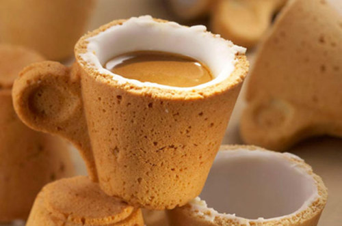 foradayofsky:  stunglikehell:  laughingsquid:  An Edible Cookie Coffee Cup  all dishes and cutlery should be edible imo