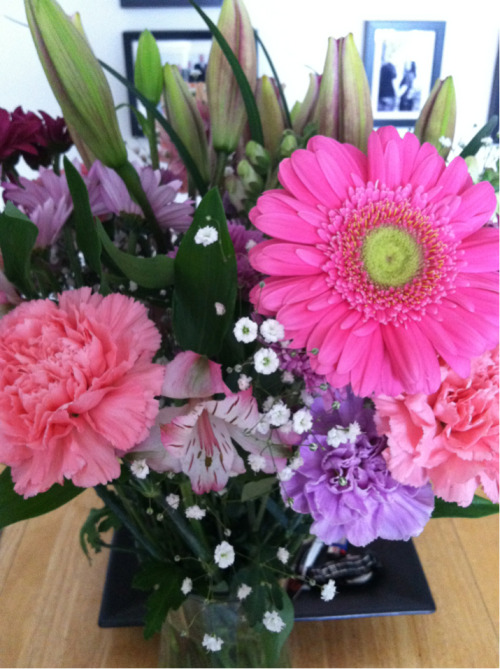 My husband surprised me today with a Happy Second Trimester bouquet and a sweet note.   I think I'll keep him.