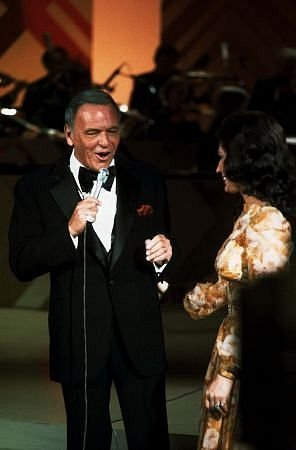 amandamartinez:  Ol' Blue Eyes and Loretta Lynn on Sinatra's show.  World's collide!