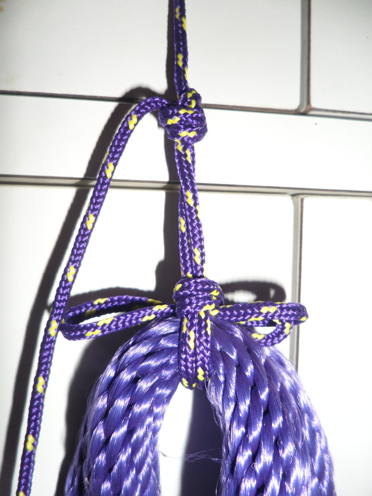 Hanging rope with overhand loops and slipknots